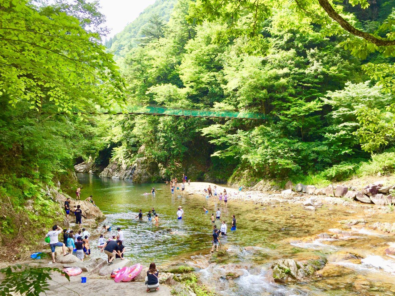 板取川キャンプ場の川遊び