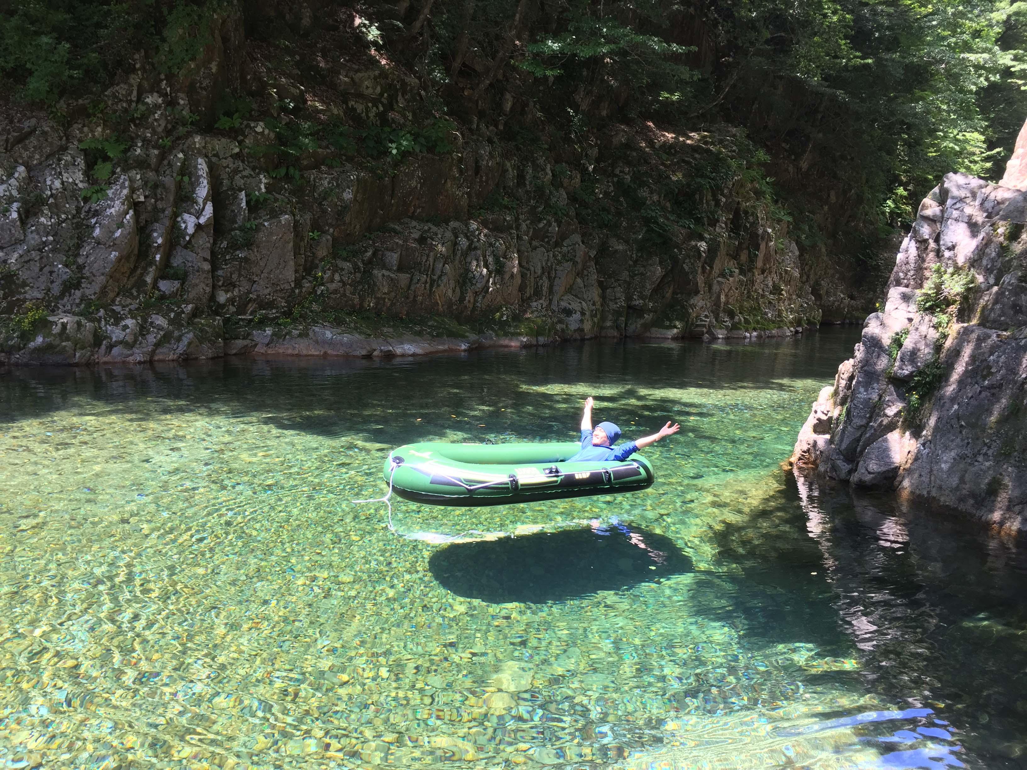 宙に浮く川板取川で浮いてみた